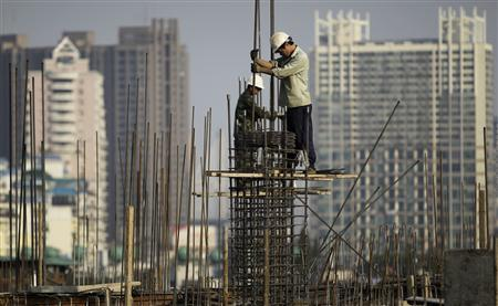 Workers install scaffolding at a residential building under construction in Wuhan, Hubei province, October 18, 2011.REUTERS/Stringer
