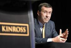 Глава Kinross Тай Берт на годовой встрече с акционерами в Торонто 4 мая 2011 года. Золотодобывающая Kinross Gold представила властям РФ план, по которому вложения инвесторов в геологоразведку страны могут вырасти до $1,6 миллиарда в год с текущих $450 миллионов. REUTERS/Mike Cassese