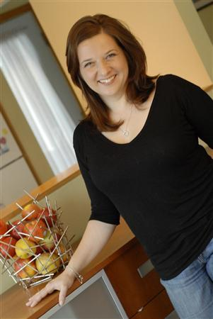 Cookbook author Amy Traverso, author of ''The Apple Lover's Cookbook'' is seen in this 2011 file photo. After almost five years of researching, developing and testing recipes food writer Amy Traverso knows her apples. Thousands of apples peeled, cored, chopped, baked.  The result is ''The Apple Lover's Cookbook,'' a 300-page near-encyclopedia about the fruit that surely holds a special place in the American psyche.  REUTERS/Squire Fox/W.W. Norton & Company, Inc./Handout