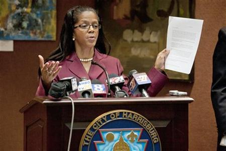City of Harrisburg Mayor Linda Thompson speaks about her city's bankruptcy filing at a news conference at Harrisburg City Hall in Harrisburg, Pennsylvania, October 12, 2011.  REUTERS/Daniel Shanken