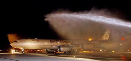 Etihad Airways Flight EY503 is welcomed with spraying water from two fire trucks as the flight arrives at John F. Kennedy Airport in New York October 26, 2006. REUTERS/Etihad Airways/Ray Stubblebine/HO