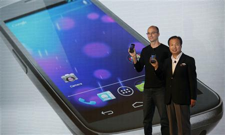 J.K. Shin (R), President and head of mobile communications business from Samsung, and Andy Rubin, Senior Vice President of Google Mobile, unveil the Galaxy Nexus, the first smartphone to feature Android 4.0 Ice Cream Sandwich and a HD Super AMOLED display, during a news conference in Hong Kong October 19, 2011. REUTERS/Bobby Yip