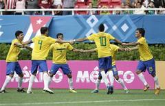 Brasileiros comemoram gol contra a Argentina no Pan de Guadalajara nesta quarta-feira. REUTERS/Henry Romero