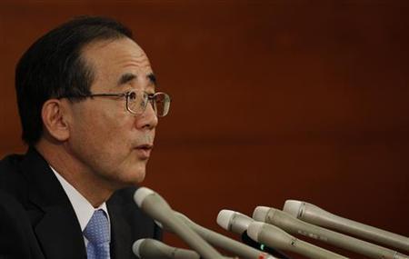 Bank of Japan Governor Masaaki Shirakawa speaks at a news conference in Tokyo October 7, 2011.   REUTERS/Kim Kyung-Hoon