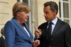 Президент Франции Николя Саркози и канцлер Германии Ангела Меркель накануне встречи в Елисейском дворце в Париже, 16 августа 2011 года. Переговоры о плане выхода еврозоны из кризиса зашли в тупик из-за разногласий между Францией и Германией в том, как увеличить фонд спасения еврозоны, заявил в среду президент Франции Николя Саркози. REUTERS/Philippe Wojazer