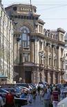 Головной офис Банка Москвы в Москве, 1 июля 2011 года. Банк Москвы, спасение которого обошлось государству в рекордные $14 миллиардов, в первом полугодии 2011 года снизил чистую прибыль в 17 раз до 348,8 миллиона рублей, направив в резервы 2,8 миллиарда рублей, следует из отчетности банка по международным стандартам. REUTERS/Denis Sinyakov
