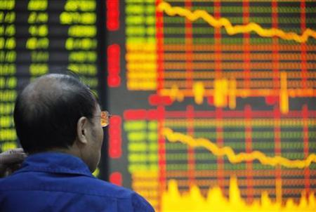 An investor looks at an electronic board showing stock information at a brokerage house in Huaibei, Anhui province October 20, 2011.  REUTERS/Stringer