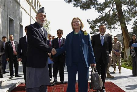 U.S. Secretary of State Hillary Clinton meets with Afghan President Hamid Karzai at the Presidential Palace in Kabul, Afghanistan October 20, 2011.  REUTERS/Kevin Lamarque