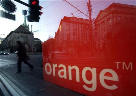 The logo of the Orange telecommunication and internet provider is pictured in Lausanne November 25, 2009.    REUTERS/Denis Balibouse