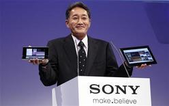 <p>Kazuo Hirai, vice-président exécutif de Sony, chargé de l'intégration des produits grand public du géant électronique. Sony a qualifié Sony Ericsson de composante clef de sa stratégie produits, les consommateurs étant avides de nouvelles fonctionnalités - jeux, e-mail, vidéo - dans les terminaux mobiles fabriqués par la coentreprise détenue à parité avec Ericsson. /Photo prise le 31 août 2011/REUTERS/Tobias Schwarz</p>