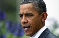 """Президент США Барак Обама в Белом доме в Вашингтоне комментирует смерть Муаммара Каддафи 20 октября 2011. Обама назвал гибель бывшего ливийского лидера предупреждением остальным авторитарным лидерам на Ближнем Востоке, чьи режимы """"неминуемо подойдут к концу"""". REUTERS/Jim Bourg"""