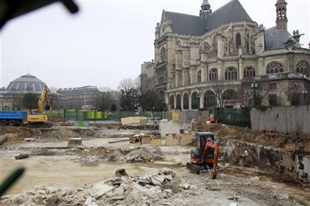 A view shows heavy construction equipment working at the destruction of the ''Forum des Halles'' complex near Saint Eustache church in Paris March 17, 2011.   REUTERS/Jacky Naegelen