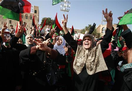 Women celebrate the passing of former Libyan leader Muammar Gaddafi after Friday prayers at Martyrs' Square in Tripoli October 21, 2011.  REUTERS/Suhaib Salem