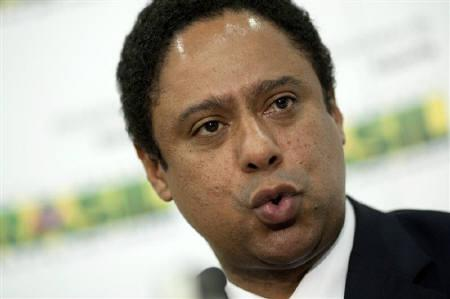Brazil's Sports Minister Orlando Silva speaks to journalists as he denies allegations of fraud in the Sports Ministry's contracts with private companies and NGOs, in Brasilia October 17, 2011. REUTERS/Ueslei Marcelino