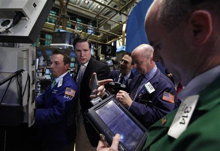 Traders work on the floor of the New York Stock Exchange October 21, 2011.       REUTERS/Brendan McDermid