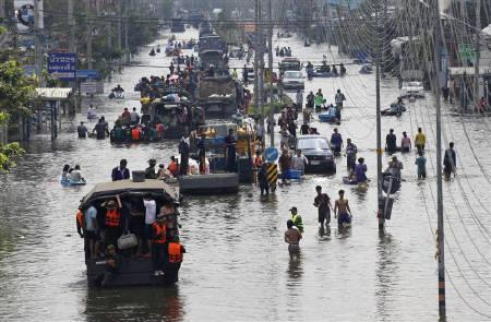 People are evacuated on trucks from a flooded area in Bangkok's suburbs October 21, 2011. REUTERS/Kerek Wongsa