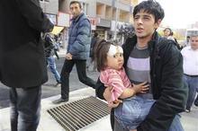 A man carries an injured girl after an earthquake in Tabanli village near the eastern Turkish city of Van October 23, 2011. REUTERS/Abdurrahman Antakyali/Anadolu Agency