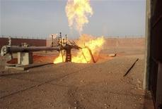 A part of a gas pipeline is seen on fire near the northern city of al-Arish April 27, 2011. Saboteurs blew up a pipeline running through Egypt's North Sinai on Wednesday that supplies gas to Israel and Jordan, a security source told Reuters. REUTERS/Stringer (EGYPT - Tags: CIVIL UNREST CRIME LAW ENERGY)