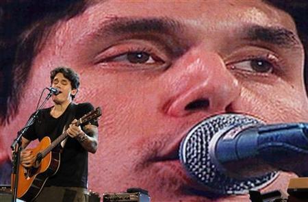 U.S. musician John Mayer performs at the Rock in Rio Music Festival in Lisbon May 21, 2010. REUTERS/Jose Manuel Ribeiro