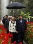 Госсекретарь США Хиллари Клинтон и президент Таджикистана Эмомали Рахмон во Дворце наций в Душанбе 22 октября 2011. Создание помех верующим чревато ответными действиями со стороны, предупредила лидеров Таджикистана и Узбекистана госсекретарь США. REUTERS/Kevin Lamarque