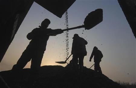 People search for usable coal at a cinder dump site in Changzhi, Shanxi province March 5, 2008.  REUTERS/Stringer