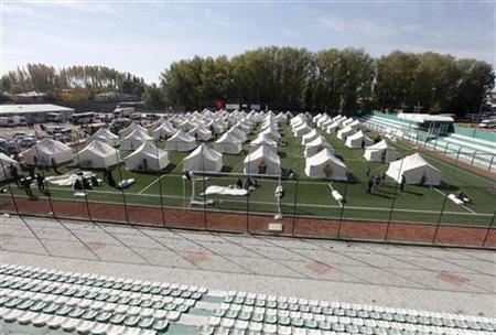 Turkish Red Crescent sets up a tent city for earthquake survivors at the stadium in Ercis, near the eastern Turkish city of Van, October 24, 2011.  REUTERS/Osman Orsal
