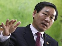 <p>Yoo Jeong-bok, South Korea's food, agriculture, forestry and fisheries minister speaks during an interview with Reuters at his office in Gwacheon, south of Seoul, April 14, 2011. REUTERS/Truth Leem</p>