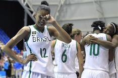 Brasileiras choram após derrota para Porto Rico na semifinal do basquete no Pan de Guadalajara.  REUTERS/Lucy Nicholson