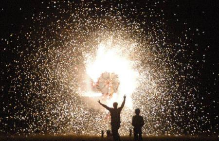 People ignite fireworks during Diwali celebrations in Lucknow October 21, 2006. REUTERS/Pawan Kumar/Files