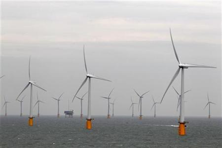 Wind turbines are seen at Thanet Offshore Wind Farm off the Kent coast in southern England September 23, 2010.   REUTERS/Stefan Wermuth