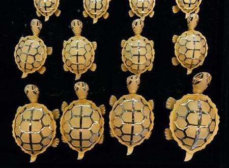 Gold turtles are displayed at a jewellery shop in Seoul April 21, 2011.   REUTERS/Jo Yong-Hak