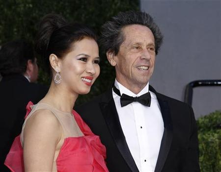 Producer Brian Grazer and wife Gigi Grazer arrive at the 2011 Vanity Fair Oscar party in West Hollywood, California, February 27, 2011. REUTERS/Danny Moloshok