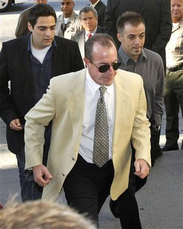 Michael Lohan (C) arrives at the Beverly Hills Courthouse for his daughter's, actress Lindsay Lohan, mandatory appearance in Beverly Hills, California September 24, 2010. REUTERS/Mario Anzuoni