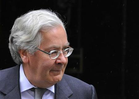 Bank of England Governor Mervyn King leaves the British prime minister's offices at 10 Downing Street in central London August 4, 2010. REUTERS/Toby Melville