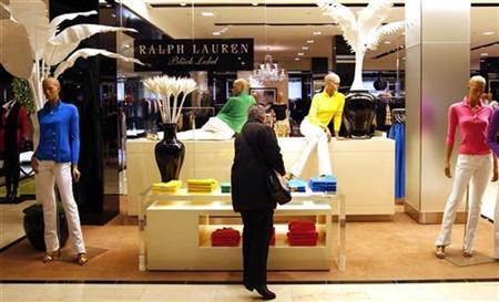 A shopper looks at goods by designer Ralph Lauren at a display in Bloomingdales department store in New York, November 19, 2008.    REUTERS/Mike Segar