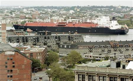 A liquefied natural gas (LNG) tanker passes downtown Boston as it navigates though Boston Harbor in Boston, Massachusetts September 13, 2006.    REUTERS/Brian Snyder