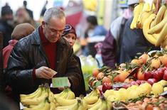 An Algerian man buys fruits at the Bab El Oued market in Algiers March 10, 2010. REUTERS/Louafi Larbi