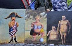 Демонстрант стоит около карикатур на акции протеста в центре Лондона, 22 октября 2011 года. В каждом темном царстве есть свой луч света, и кризис в ЕС, который, кажется, никогда не закончится, не является исключением. REUTERS/Toby Melville