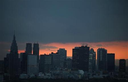 High rise buildings are seen during sunset in Tokyo April 20, 2011. REUTERS/Yuriko Nakao