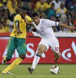 Egypt's Al-Sayed Hamdy (R) is challenged by South Africa's Bongani Khumalo during their 2012 African Cup of Nations qualifier soccer match  in Johannesburg, March 26 2011. REUTERS/Siphiwe Sibeko