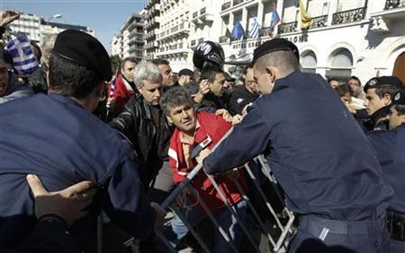 Greeks scuffle with policemen as they protest against austerity policies during a students parade at central Syntagma (Constitution) square in Athens October 28, 2011. REUTERS/Yiorgos Karahalis