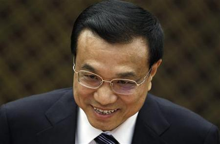 Chinese Vice Premier Li Keqiang greets South Korean National Assembly Speaker Park Hee-tae (not in picture) during their meeting at the National Assembly in Seoul October 27, 2011. REUTERS/Jo Yong-Hak