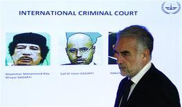 International Criminal Court's (ICC) chief prosecutor Luis Moreno-Ocampo arrives at a news conference to comment on the arrest warrant issued for Libyan leader Muammar Gaddafi (L) in The Hague in this June 28, 2011 file photo.  REUTERS/Jerry Lampen/Files