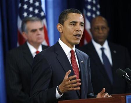 U.S. President-elect Barack Obama announces his appointees as U.S. Rep. Ray LaHood (L) and former Dallas Mayor Ron Kirk (R) look on during a news conference in Chicago, December 19, 2008.   REUTERS/John Gress