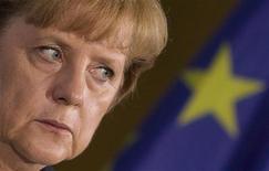 Канцлер Германии Ангела Меркель после переговоров с генсеком НАТО Андерсом Фог Расмуссеном в Берлине, 27 октября 2011 года. Ангела Меркель сказала в пятницу, что важно не дать другим странам еврозоны просить списания долгов после решения Евросоюза попросить частные банки простить половину госдолга Греции. REUTERS/Thomas Peter