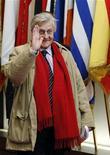 """Глава Европейского центрального банка Жан-Клод Трише уходит со встречи лидеров стран еврозоны в Брюсселе, 27 октября 2011 года. Глава Европейского центрального банка Жан-Клод Трише, который на этой неделе уйдет на пенсию, сказал в интервью немецкой газете, что кризис суверенных долгов еврозоны еще не закончился и предстоит """"тяжелая работа"""". REUTERS/Francois Lenoir"""