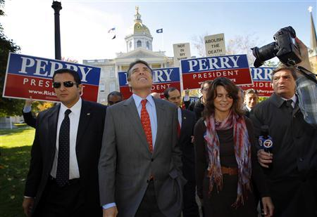 Republican presidential candidate Texas Governor Rick Perry leaves the New Hampshire State House after filing the paperwork for his name to appear on the primary ballot in Concord, New Hampshire, October 28, 2011.  REUTERS/Brian Snyder