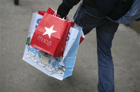 A woman carries shopping bags along a sidewalk in New York City, December 6, 2010. REUTERS/Mike Segar