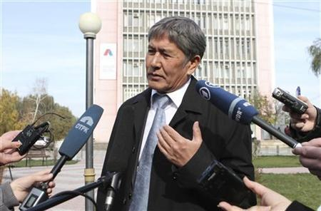 Prime Minister and presidential candidate Almazbek Atambayev talks to journalists in the capital Bishkek October 31, 2011.  REUTERS/Vladimir Pirogov