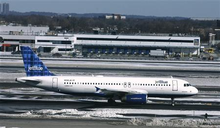 A JetBlue aircraft makes its way from the terminal at JFK International Airport in New York February 19, 2007. REUTERS/Keith Bedford